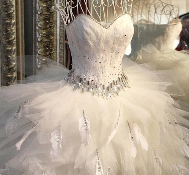 Robe-de-noiva-2015-Sexy-Blackless-robe-de-mariée-chérie-plume-robe-de-bal-robes-de