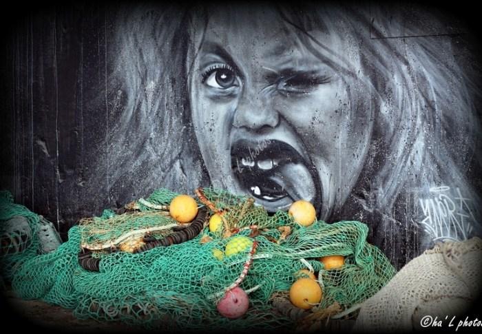 Jaune et street art . . .