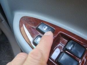 トヨタノアAZR60キーレスキーの再設定
