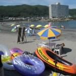 夏休み海でゴムボート