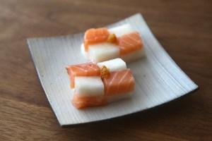炙りサーモンとみどり大根の押し寿司