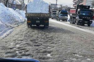 でこぼこ雪道