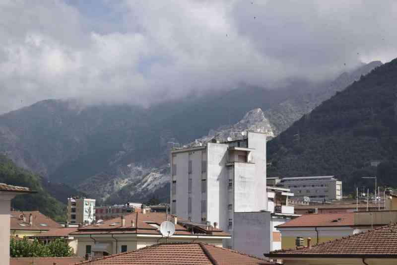 Carrara, la vista sulle Apuane