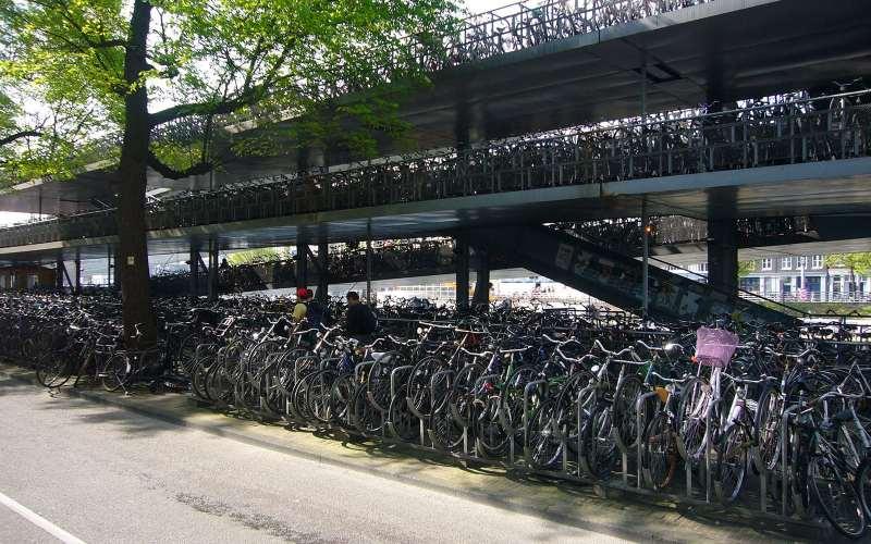 Parcheggio biciclette stazione amsterdam