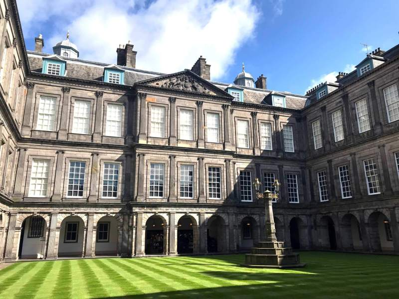 Holyrood palace - Interior garden