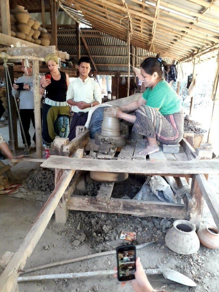 lavorazione vasi di Fango