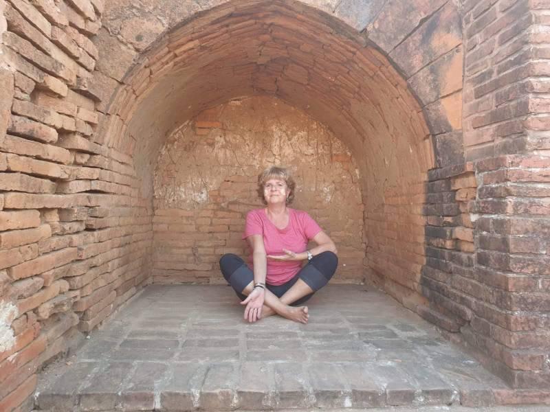meditando a Bagan