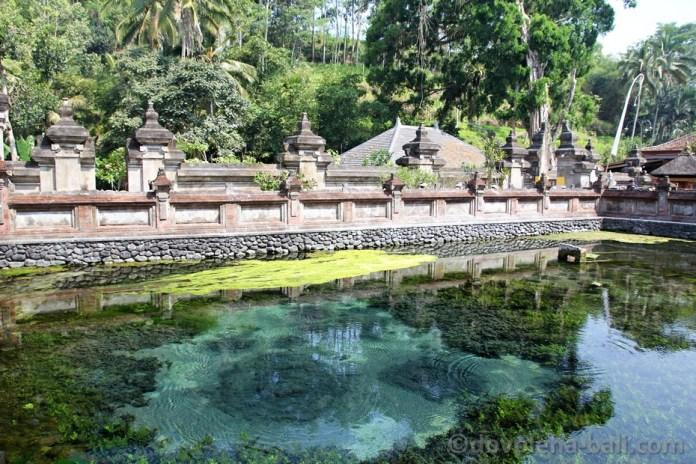 Posvátné prameny Tirta Empul Ubud Bali