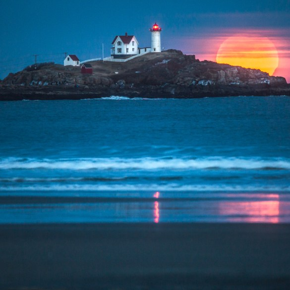 Super Blue Blood Moon at Nubble Light