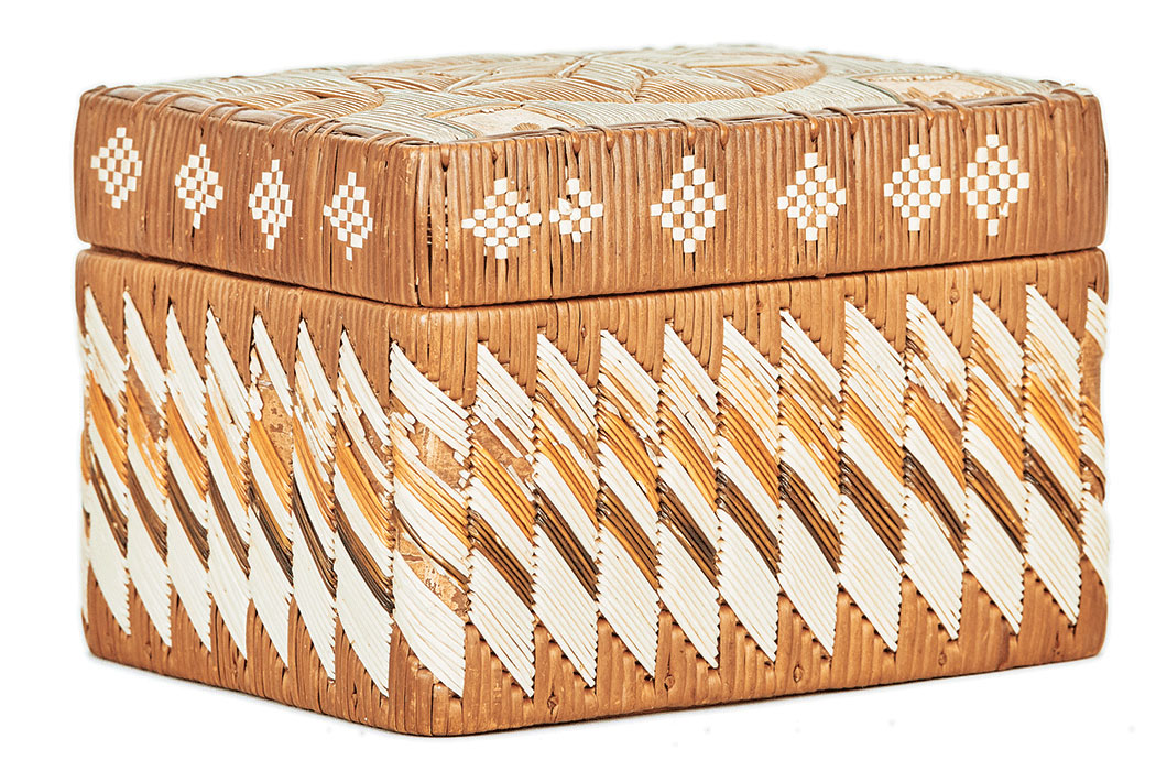 box with uncommon zigzag pattern; Micmac quillwork
