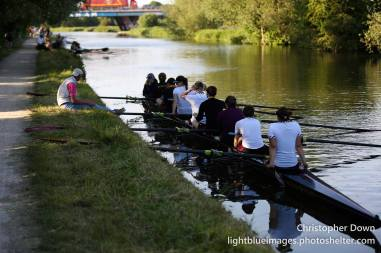 W1 relax before the start cannon, Mays 2015. © Christopher Down