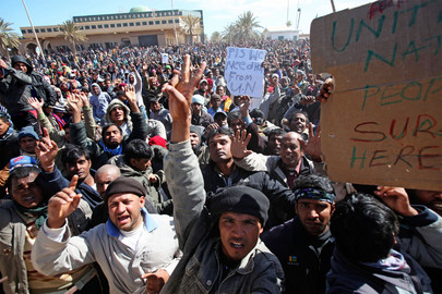 Thousands Restless to Leave Libya Swarm Tunisian Border
