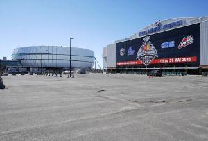 The Videotron Centre (Centre Vidéotron) sits in the background of the Pepsi Coliseum (Colisée Pepsi). DIDIER DEBUSSCHERE/JOURNAL DE QUEBEC/AGENCE QMI