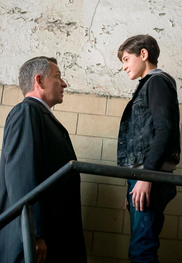 Alfred (Sean Pertwee) and Bruce Wayne (David Mazouz) in Gotham: LoveCraft