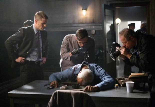 "Detective James Gordon (Ben McKenzie) and  Edward Nygma (Corey Michael Smith) investigate a murder in ""Welcome Back, Jim Gordon"". Image © Warner Bros. Entertainment Inc."