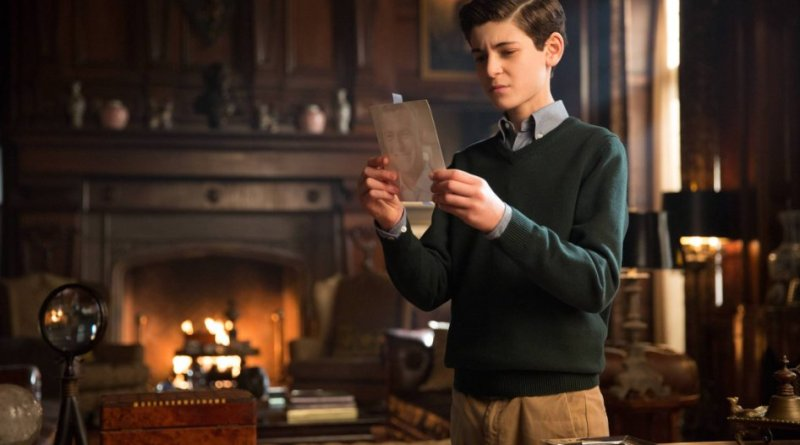 "David Mazouz as Bruce Wayne in tonight's season one finale of Gotham, ""All Happy Families Are Alike"""