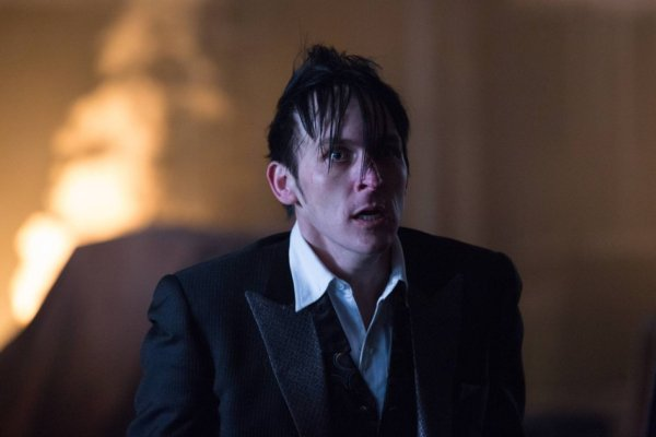 """Robin Lord Taylor as Penguin in tonight's season one finale of Gotham, """"All Happy Families Are Alike"""""""