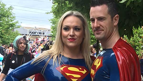 London MCM Expo June 2015: Supergirl and Superman SNIP
