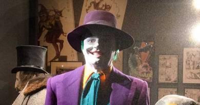 DC Exhibition: Dawn of Super Heroes - Joker and Penguin SNIP