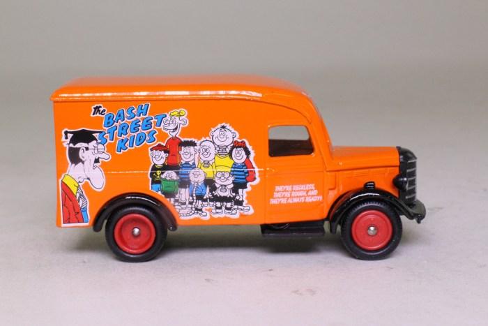 Days Gone Lledo: No. DG063014 Bedford O Series Luton Van Dandy & Beano, Bash Street Kids