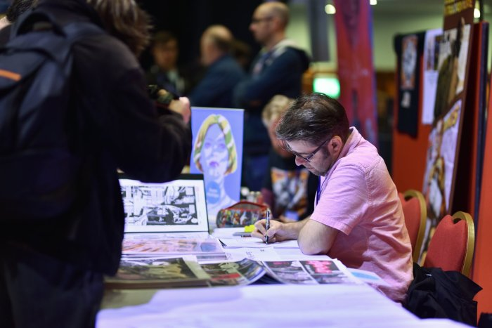 Artist Sean Phillips sketching at the 2019 Portsmouth Comic Con. Image: Portsmouth Comic Con