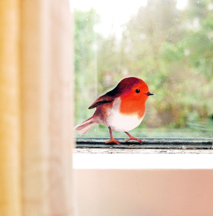 This little robin will make a charming addition to your household! Put him in the window to brighten up a wintery view, on a door frame or light switch, he'll perch anywhere..