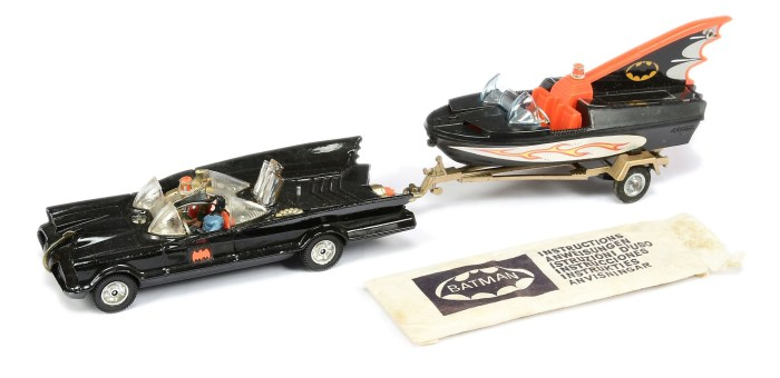 """Corgi unboxed GS3 """"Batman"""" 2-piece Gift Set which includes Batmobile - black, RARE harder to find clear windows, with Batman and Robin figures"""