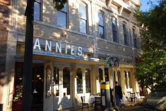 annies-west-outside-seating-1