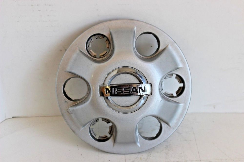 medium resolution of 2004 2017 nissan titan silver center cap set of 4 oem 40315 7s000