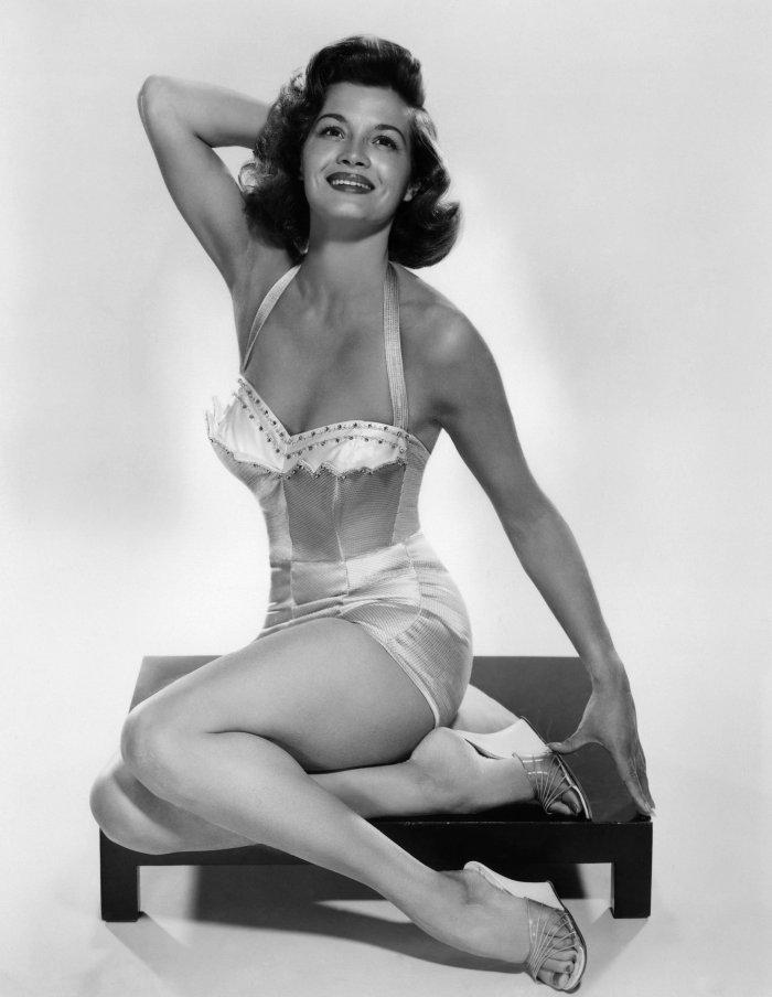 angie-dickinson-1959