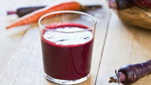 Morcovii mov pot fi folosiți la prepararea unui suc delicios