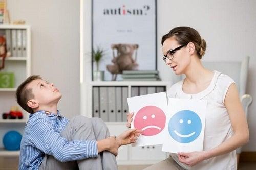Dascăl recunoscând simptomele sindromului Asperger