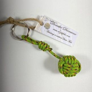 porte clé pomme de touline vert