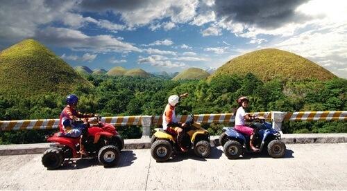 U kunt de Chocolate Hills ook per quad bezoeken!