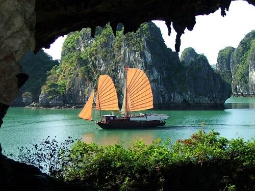 Jonk - Halong Bay, Vietnam