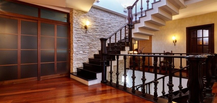 In Pics Classic Staircase Designs For Your Home | Duplex Stairs Wall Design | Middle Room Interior Design | Attractive | Staircase Wall Panel | Living Room Layout | Bungalow Duplex Indian