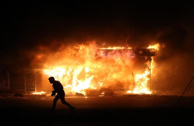 Ferguson Rioting 9