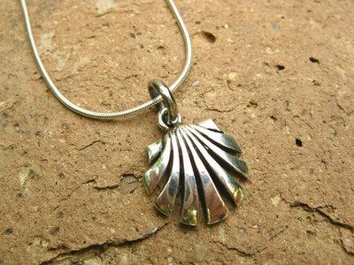 Scallop shell necklace / concha de vieira ~ open silver