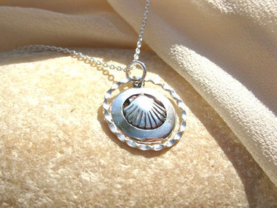 Scallop shell charm necklace ~ circle, silver