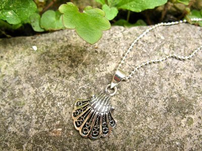 Camino scallop shell necklace ~ filigree, silver