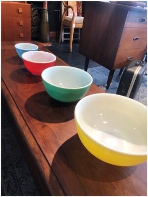 Vintage Pyrex Colorful Bowl Set