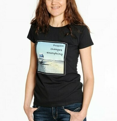 TRAVEL. T-shirt with sayings black