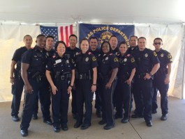 Dallas Police Officers Volunteer for a great cause.