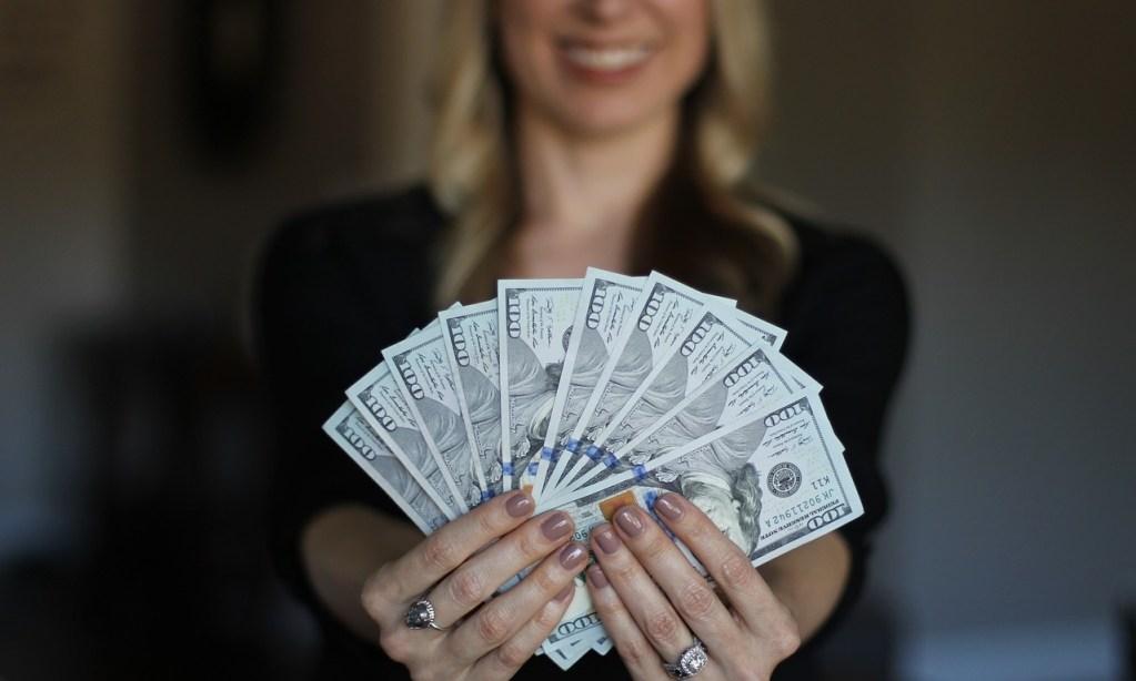 O empregador é obrigado a fornecer adiantamento salarial?