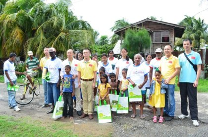 Members of the Chinese Medical Brigade distributing clothing and other items to the residents of Angoy's Avenue, Berbice