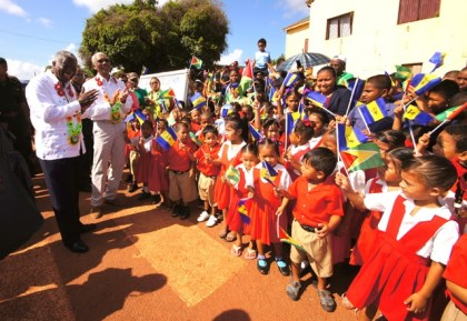President David Granger, Barbados Prime Minister Freundel Stuart and the visiting delegation received a warm welcome at the Lethem airstrip by school children of Upper Takutu-Upper Essequibo, who were waving the flags of Guyana and Barbados
