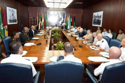 President David Granger and Chief of the Staff of the Guyana Defence Force (GDF) in discussion with the visiting Capstone team from the National Defense University, United States of America.