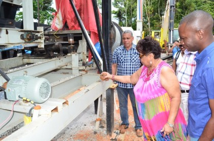 Minister Amna Ally commissions the Asphalt plant.