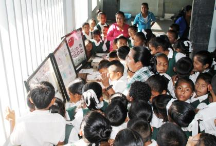 Students of Jawalla primary viewing the travel exhibition