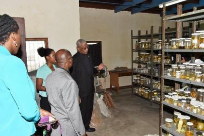 President David Granger makes a point to acting Prime Minister and Minister of Foreign Affairs, Hon. Carl Greenidge, during his tour at the University of Guyana's Centre for the Study of Biological Diversity (CSBD).